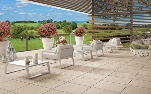 rationalité d'une terrasse conçue avec les dalles Materia 2cm Marfil