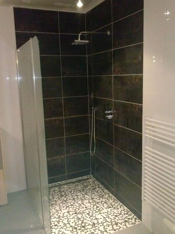 Carrelage moins cher du carrelage de grande taille pas cher for Carrelage antiderapant douche italienne