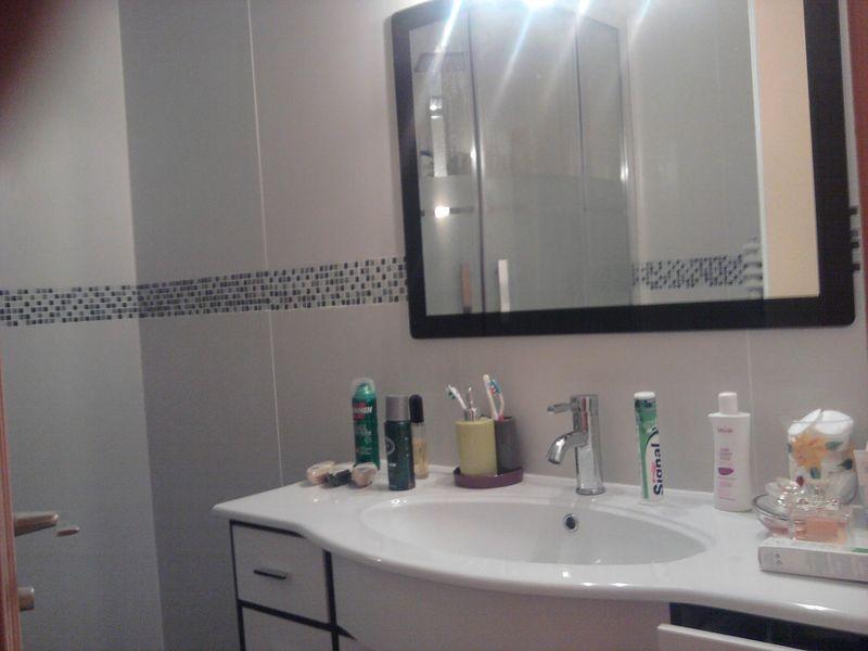 Frise carrelage salle de bain - Hauteur carrelage salle de bain ...