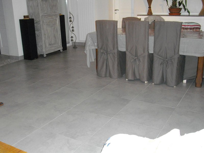 Salle de bain r alis e avec du carrelage calibr et for Carrelage 60x60 brillant