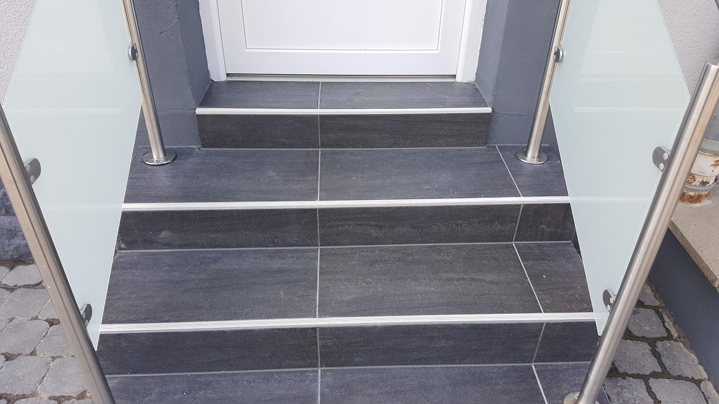 pose de carrelage dans un escalier gr crame extrieur x pose diagonale with pose de carrelage. Black Bedroom Furniture Sets. Home Design Ideas