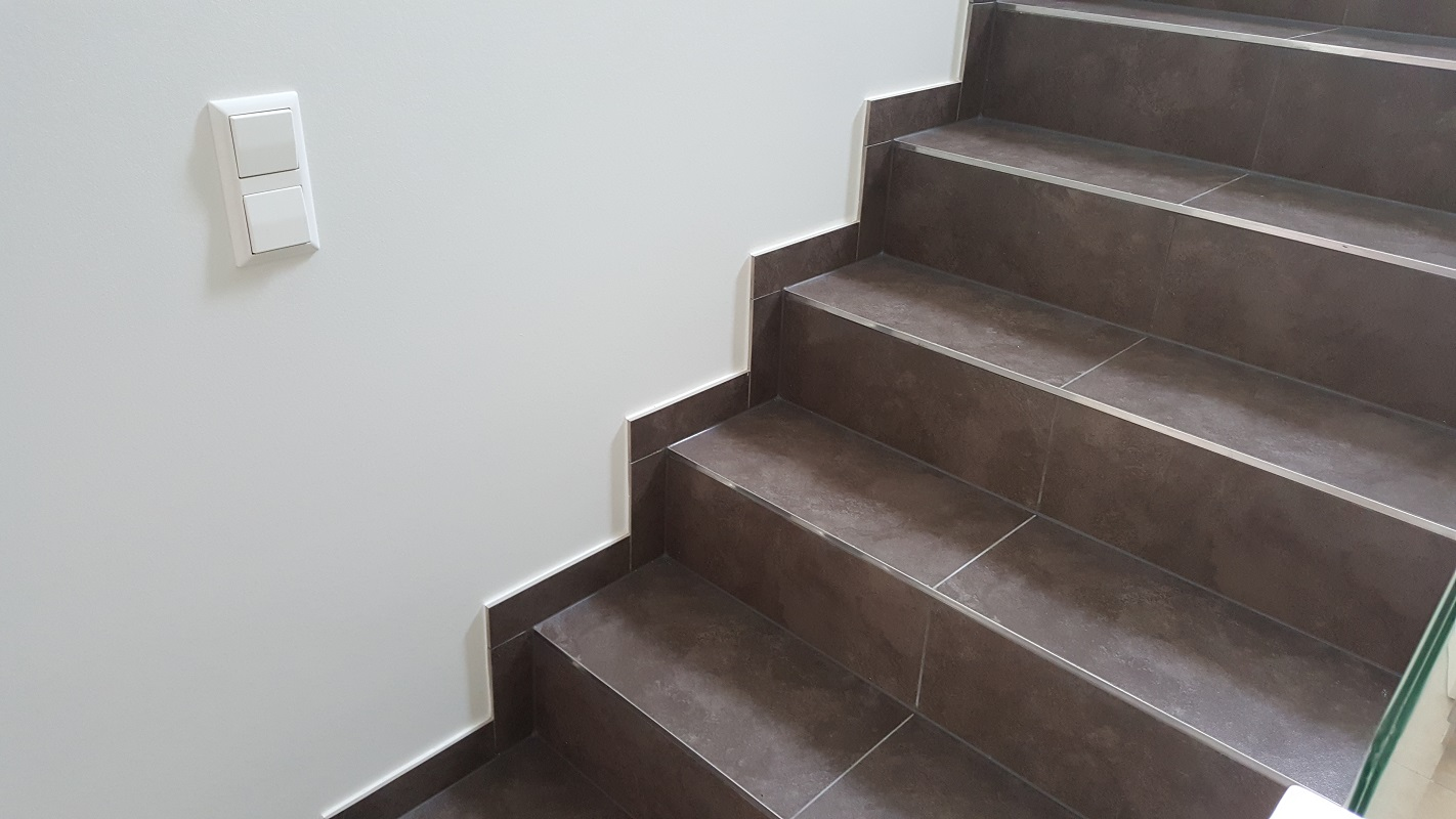 Pose carrelage escalier good pose duun travertin sur le for Pose carrelage sur escalier